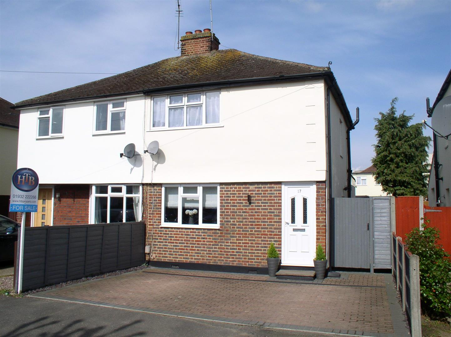 2 Bedrooms House for sale in Thrupps Avenue, Hersham, Walton-On-Thames